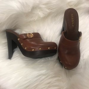BCBG 7.5 Brown Tooled Leather Mule Clogs